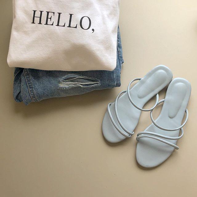 Hello Saturday🥣 - 適合星期六的 簡單搭配 #上衣鞋子都是下週一新品喔 #寶寶藍細條拖 #顏色要以禮拜一官網看的喔