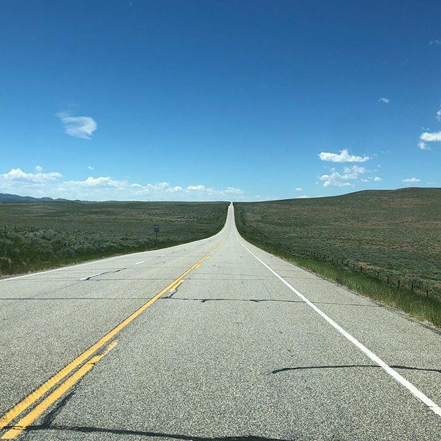 On the road to nowhere. . . #instatravel #agameoftones #landscapephotography #instaoftheday #photooftheday #getlost #explorer #optoutside #worldshotz #theworldshotz #createexplore #exploretocreate #discoverearth #travelphoto #travelworld #keepexploring #igtravel #travelblog #landscapelover #ig_masterpiece #rvlife #roadtrip #colorado