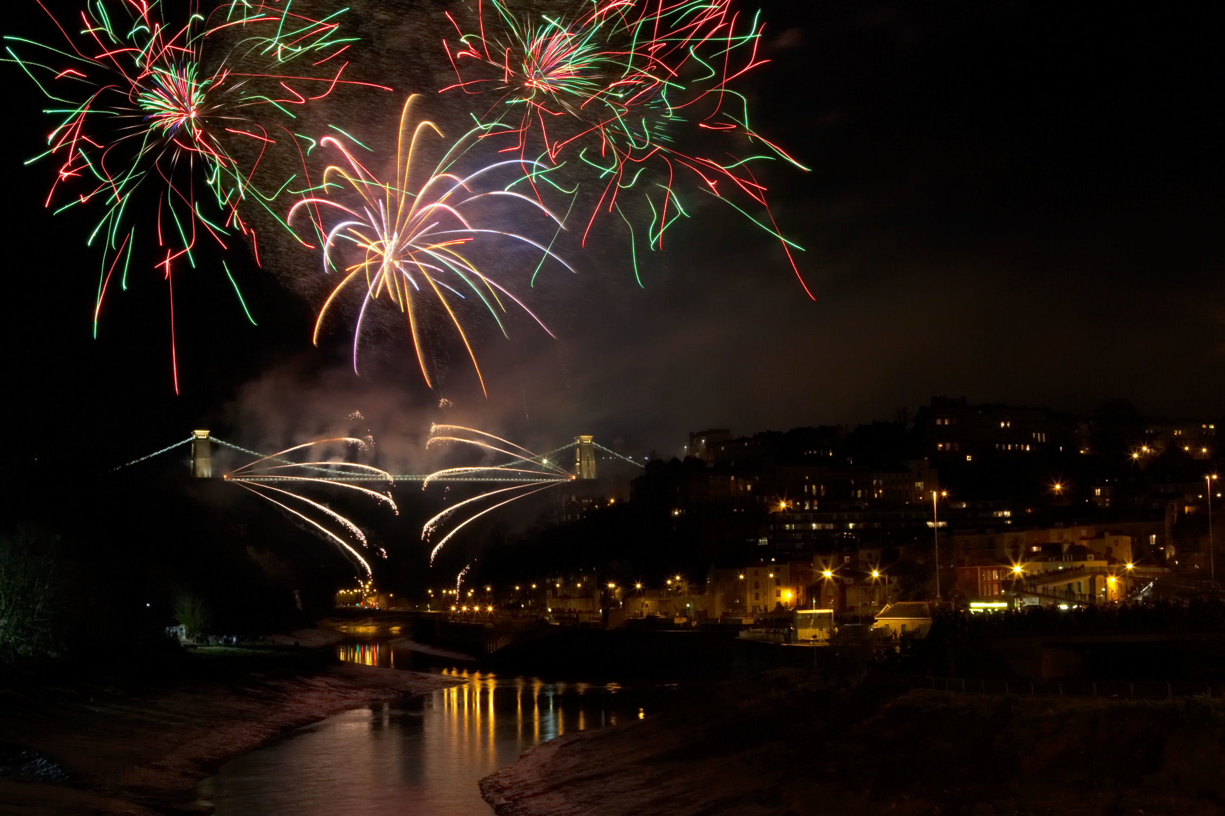 Fireworks display - Clifton suspension bridge - The Pryo Studio