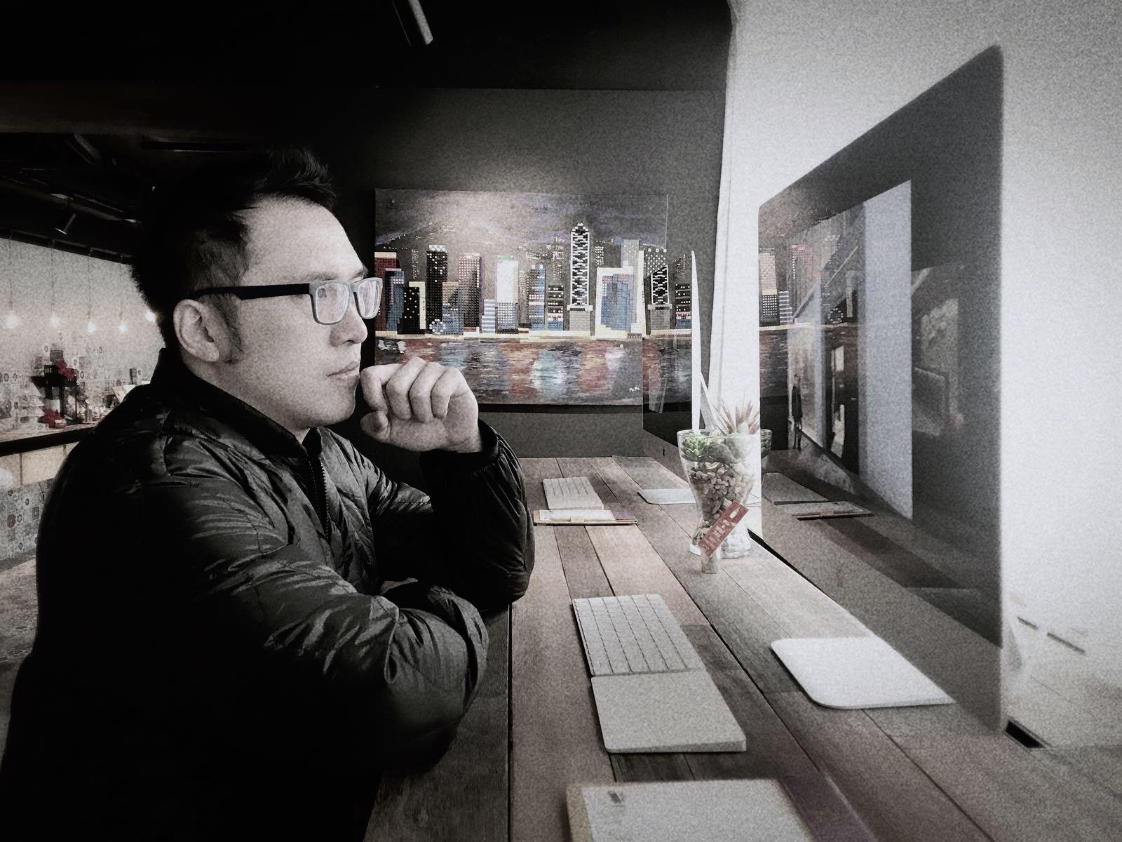 - Harvey LeungCo-Founder, liveinonepage.com1978年生2001年畢業於香港理工大學電子工程系 SARS前曾幻想自己前程似錦 SARS後隨香港一起每況愈下2005年認識生命中最重要的人2007年隨太太定居澳門2017年成立liveinonepage.com