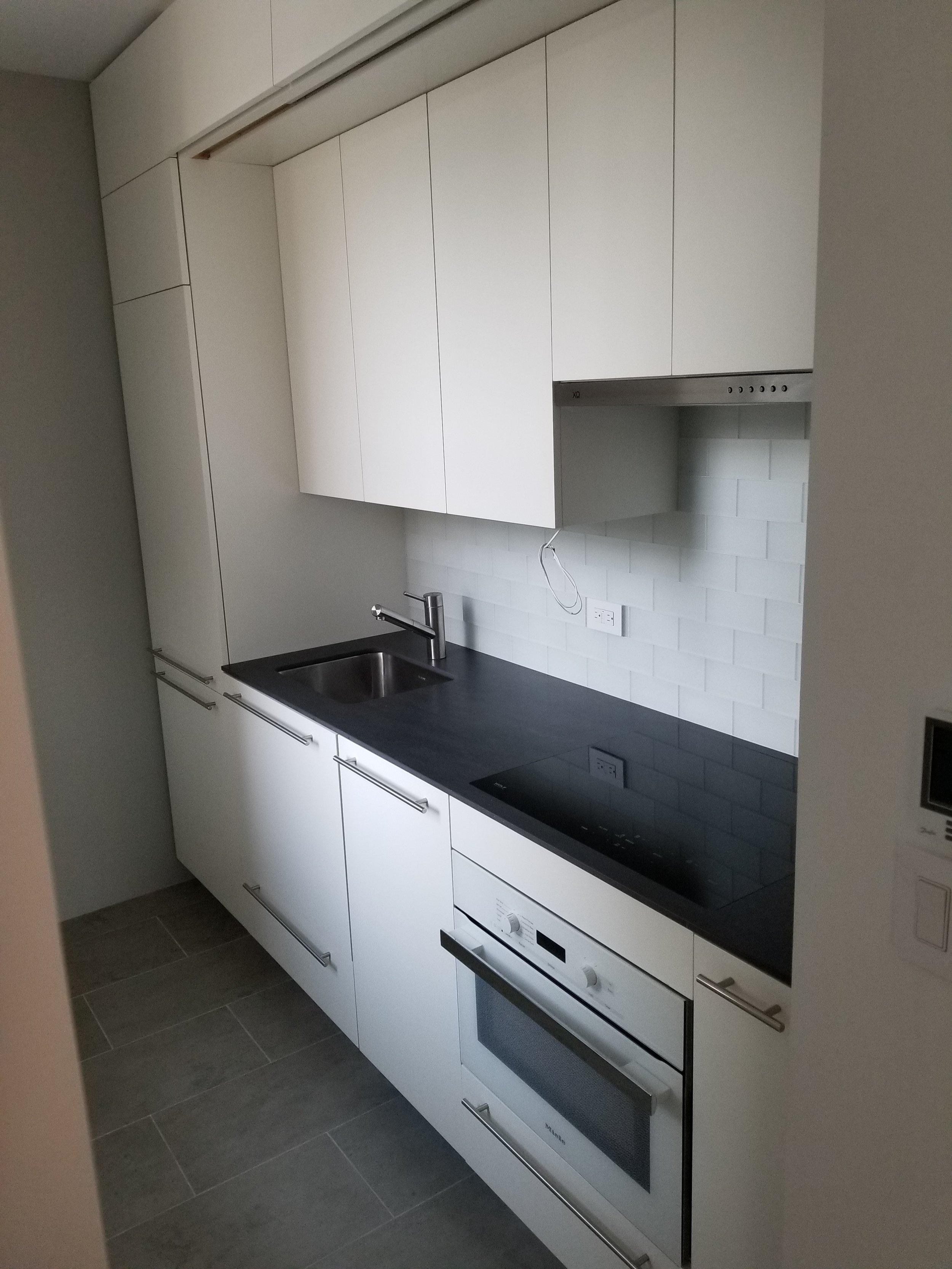 E 10 kitchen.jpg