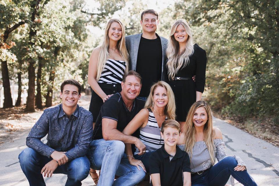 Banner-Family-photo-About.jpg