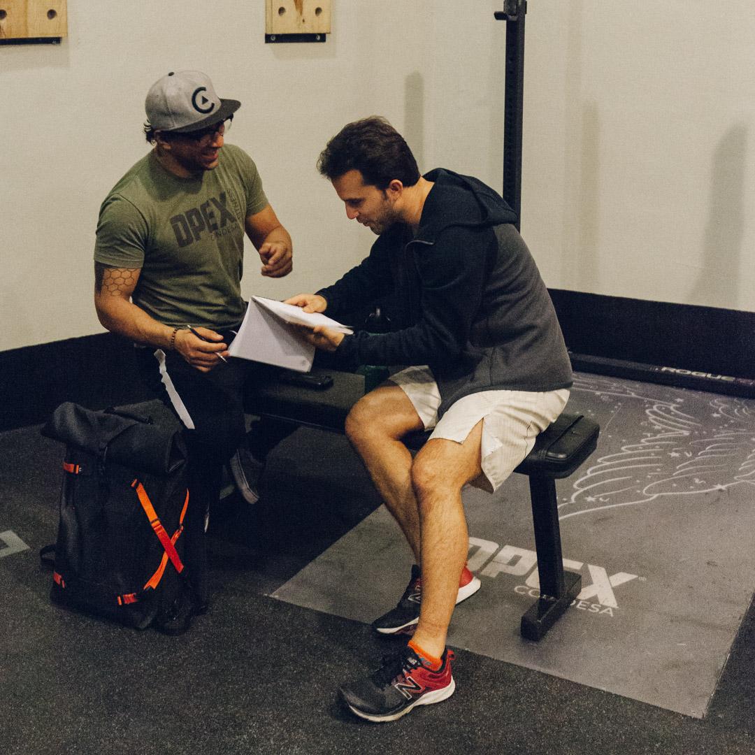 1. CONSULTA - Tienes una consulta con uno de nuestros Coaches para platicar acerca de tus objetivos, qué has hecho antes y de tu estilo de vida.