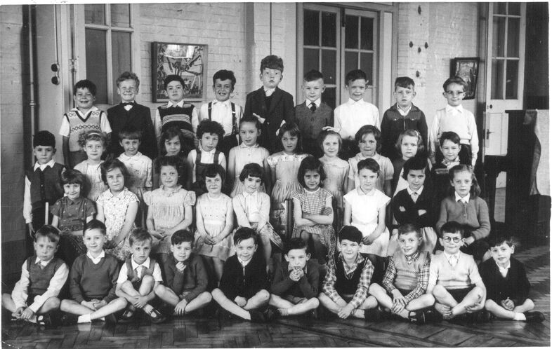 Jeanie aged 6, second row down, 5th from left