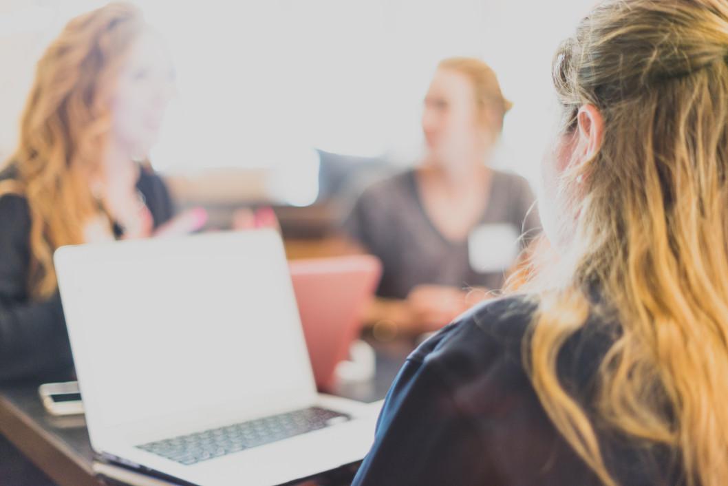 women-business-technology-businesswoman-laptop-meeting-small-business-networking-conversation_t20_LQ09xV.jpg