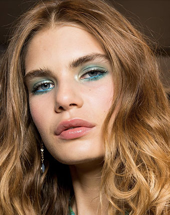 Bright neon color waterline to pop your eyes with 70's vibe -