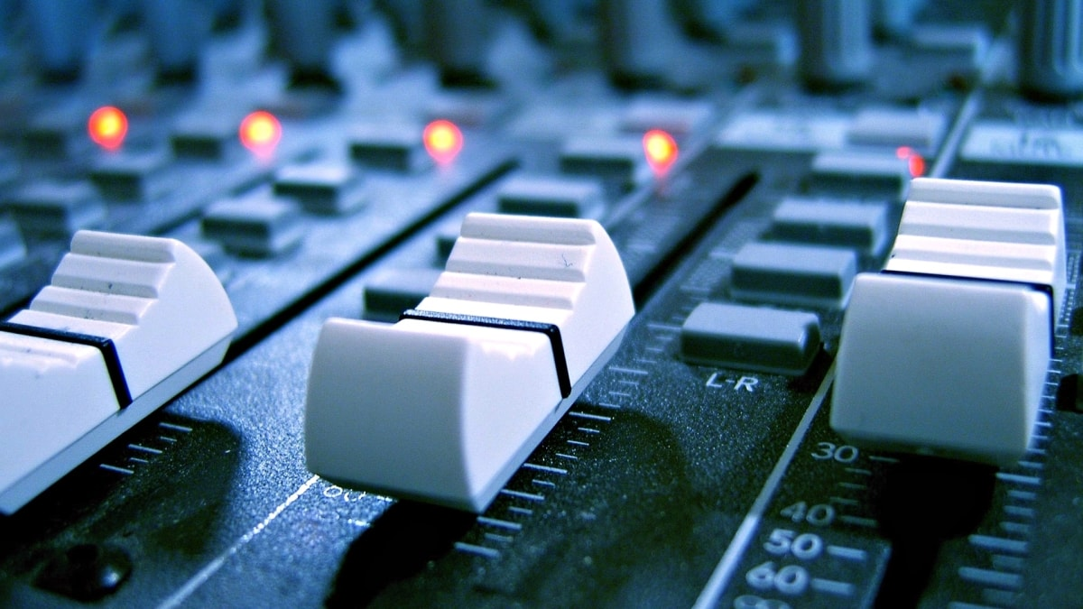 Optimized-Mixing-desk-min-min.jpg