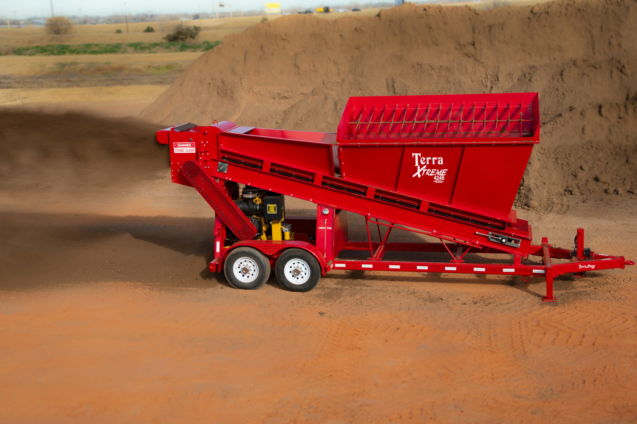 Terra XTREME 4240 - Designed to handle a wide range of materials including those of high moisture content, the 4240 represents the next step up from the 4200 model. The 4240 features an enlarged mill head, and a redesigned configuration within the processing plant, allowing it to pulverize up to 240 cubic yards per hour. The 4240 is the largest, fastest model offered by Murphy Products for soil material...Learn More >>