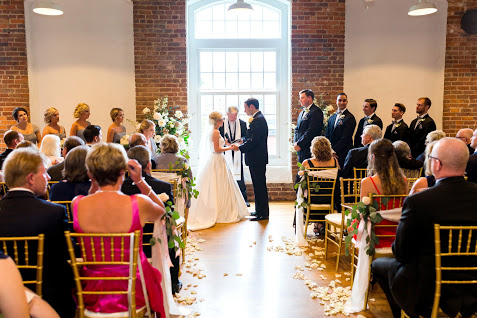Greensboro_nc_wedding_photographer_Jodi_gray_colonnade-105.jpg