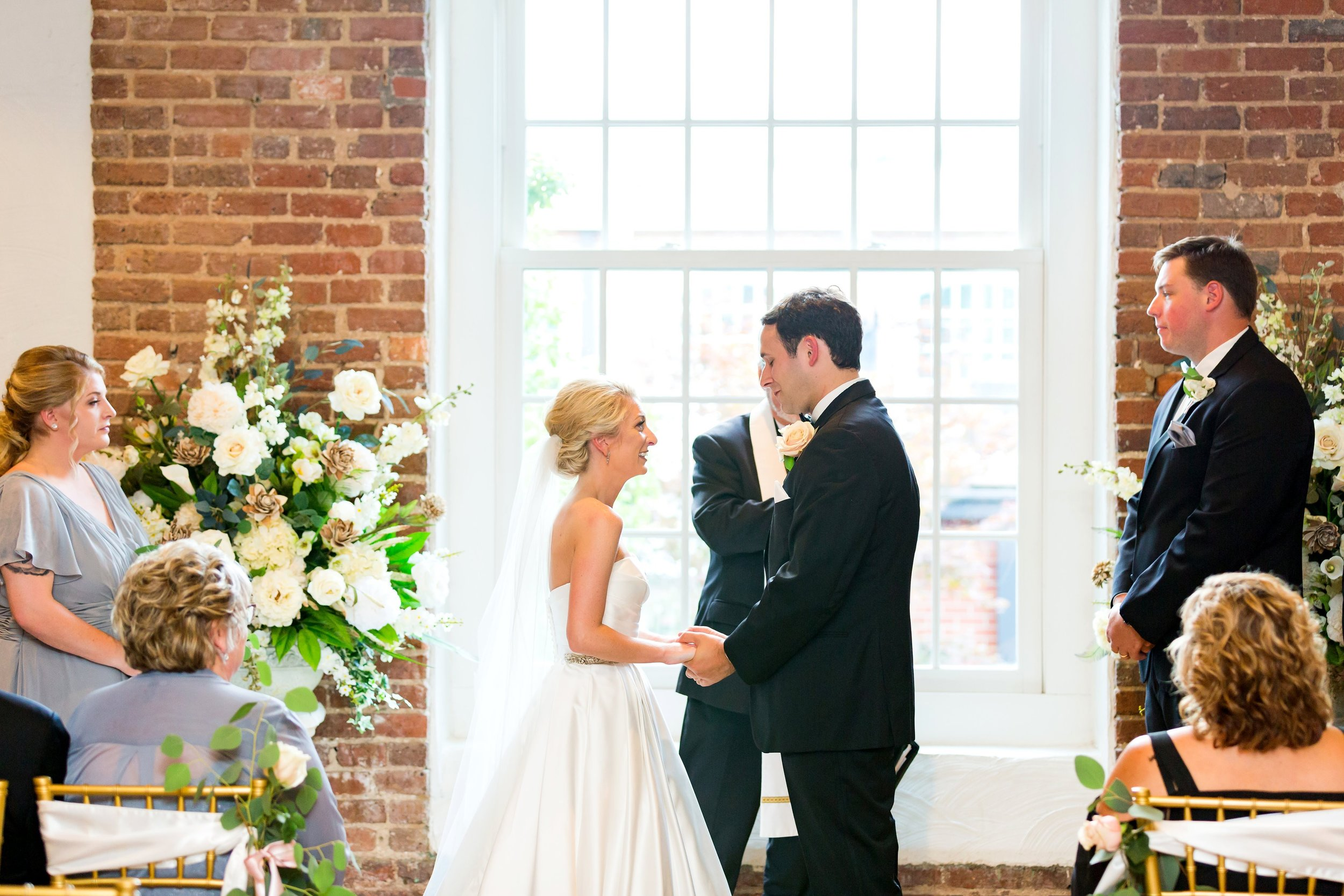 Greensboro_nc_wedding_photographer_Jodi_gray_colonnade-108.jpg