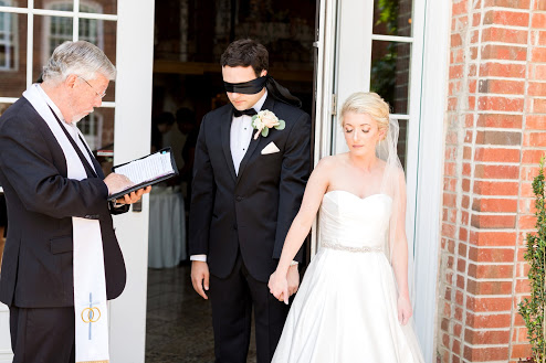 Greensboro_nc_wedding_photographer_Jodi_gray_colonnade-78.jpg