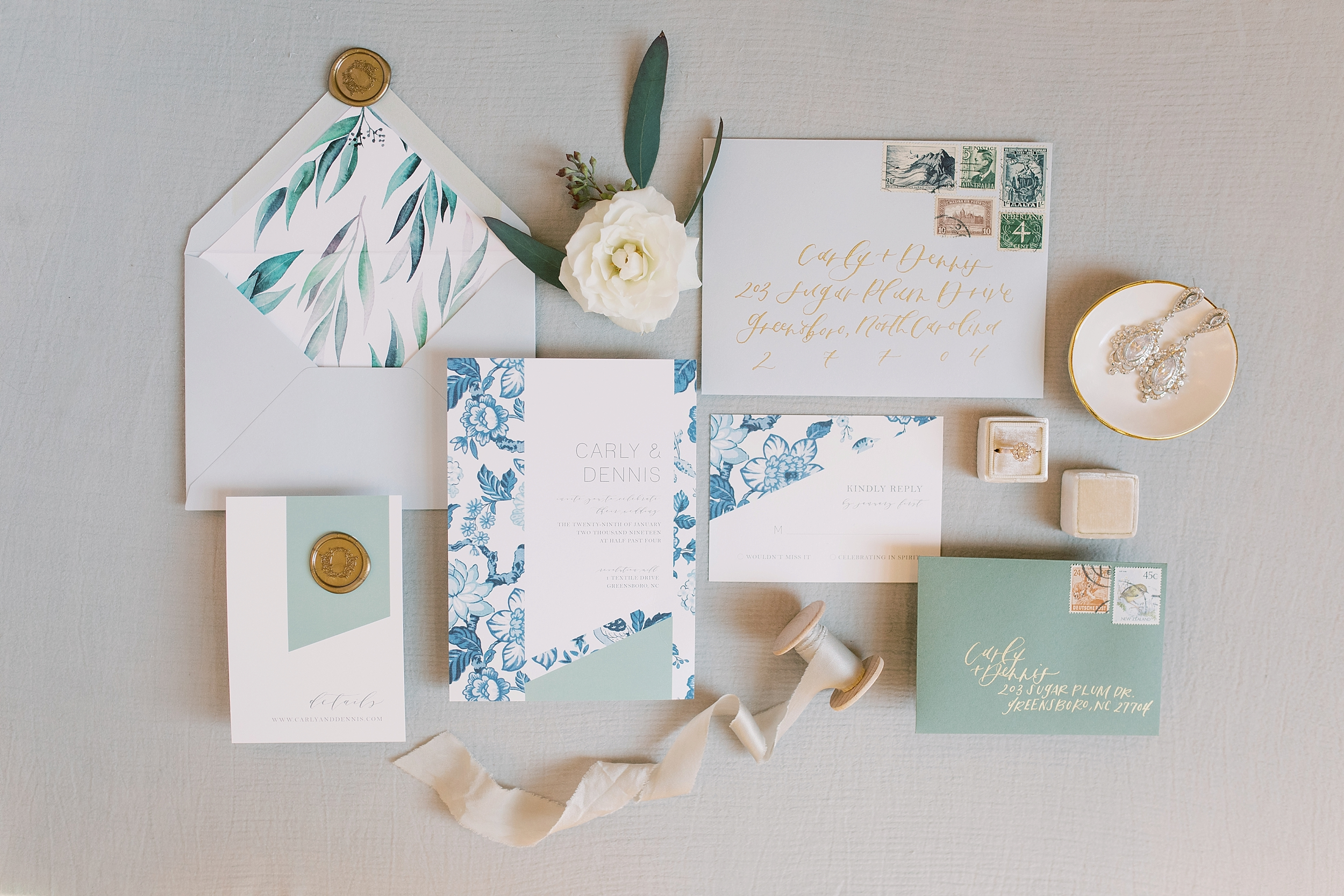 Photo by Alayna Kaye Photography, Paper details by Design by Laney