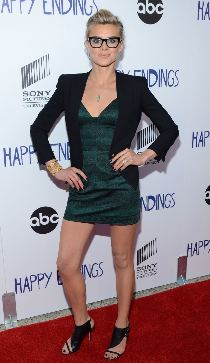Eliza-Coupe-Leggy-At-Evening-With-Happy-Endings-In-North-Hollywood-03.jpg