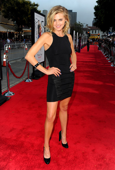 Eliza+Coupe+Premiere+Number+Red+Carpet+SeDPxOiKeycl.jpg