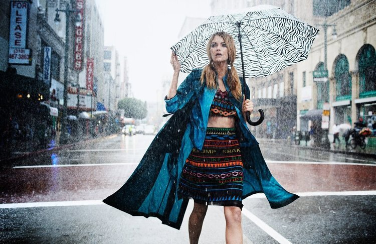 Elyse-Saunders-by-David-Burton-(Rain-Girl---Elle-Italia-April-2011)-7_3.jpg