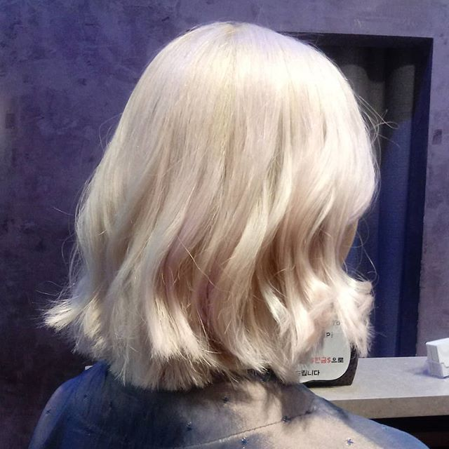 Another fine work by Jina! 지나쌤 수고 많으셨어요~💞 #plantinum #blonde #color #hairstyle #amitie #amitiehairstudio #amitiehair #blondehair #shorthair #curlyhair