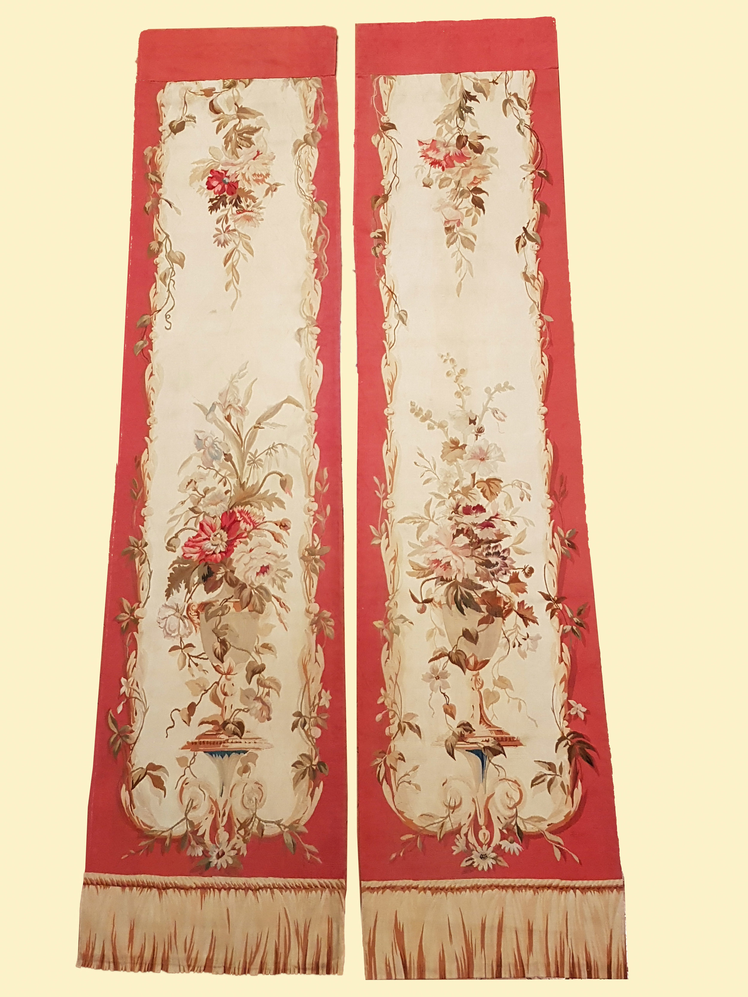 """""""Coppia Pannelli""""""""Pair of panels"""" - Aubusson secolo XIX Arazzo, trama di lana e setaAlt 262cm, largh 50cm____________________Aubusson 19th centuryWool and silk tapestryHigh 8ft 9in, wide 20in>>>Click the image to enlarge"""