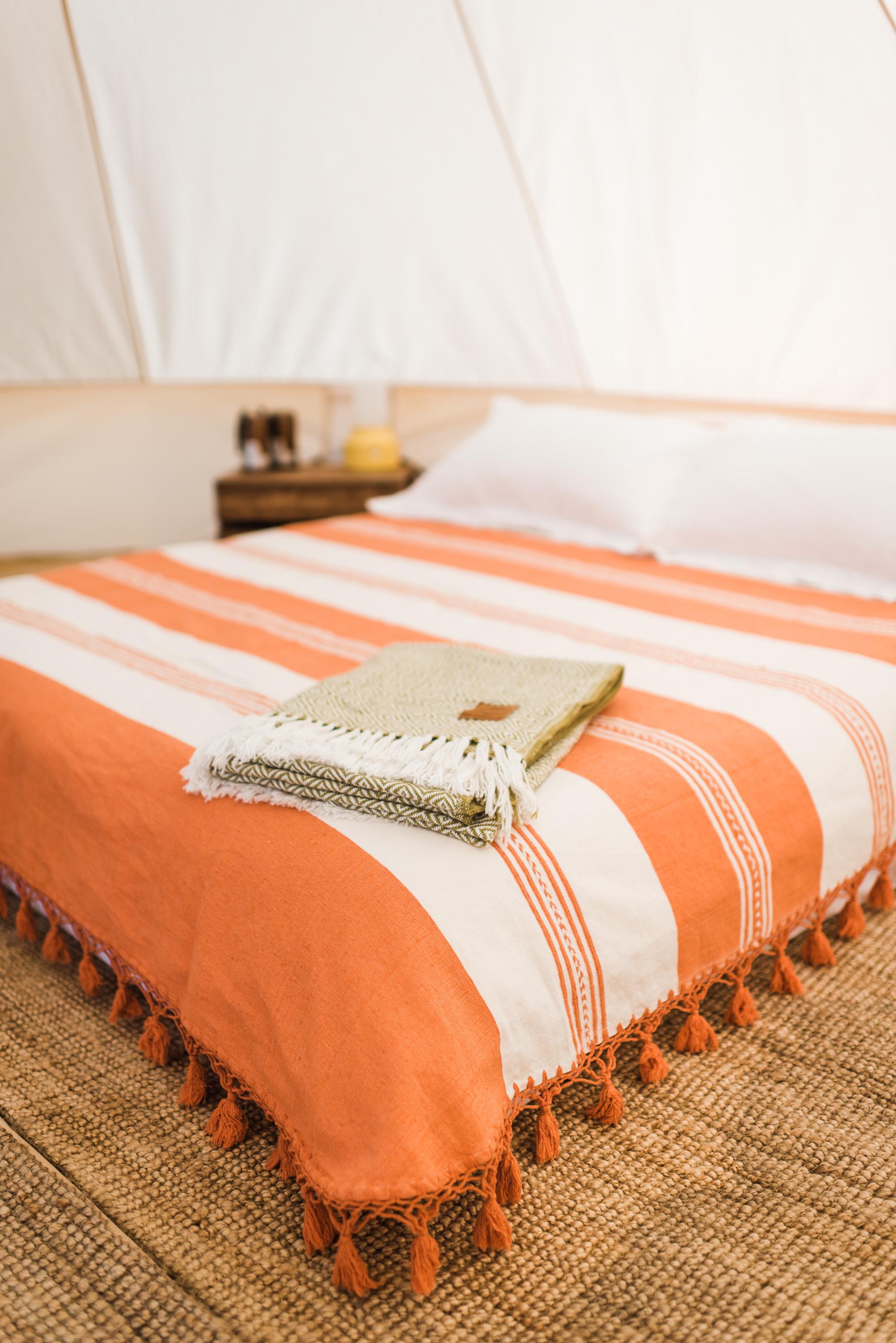 bed-bedsidetable.jpg
