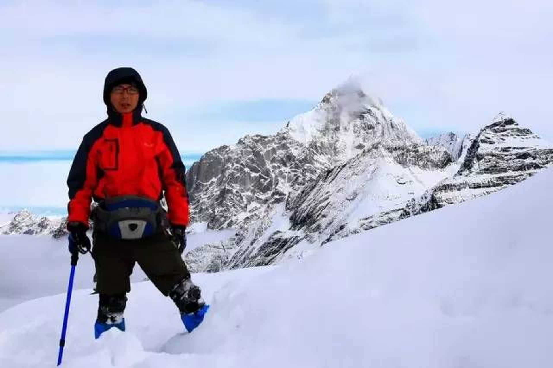Qiu cold: snow-capped mountains and sky photography enthusiasts    Star Catcher
