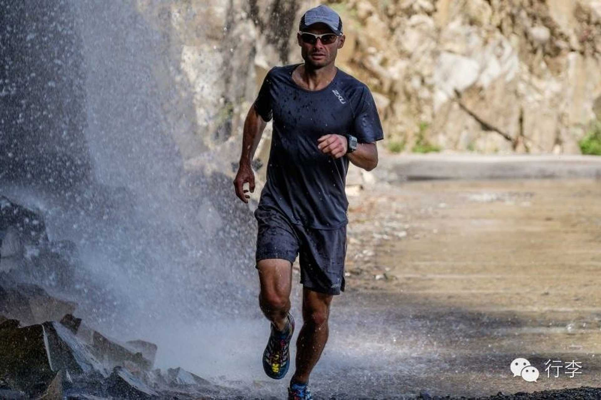 Fear of sand: Professional runners, translation    Kuangpao persons
