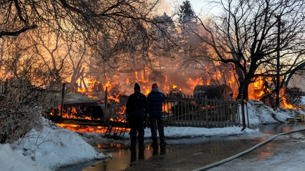 Fire destroys century-old Saskatoon family homestead used as wedding venue