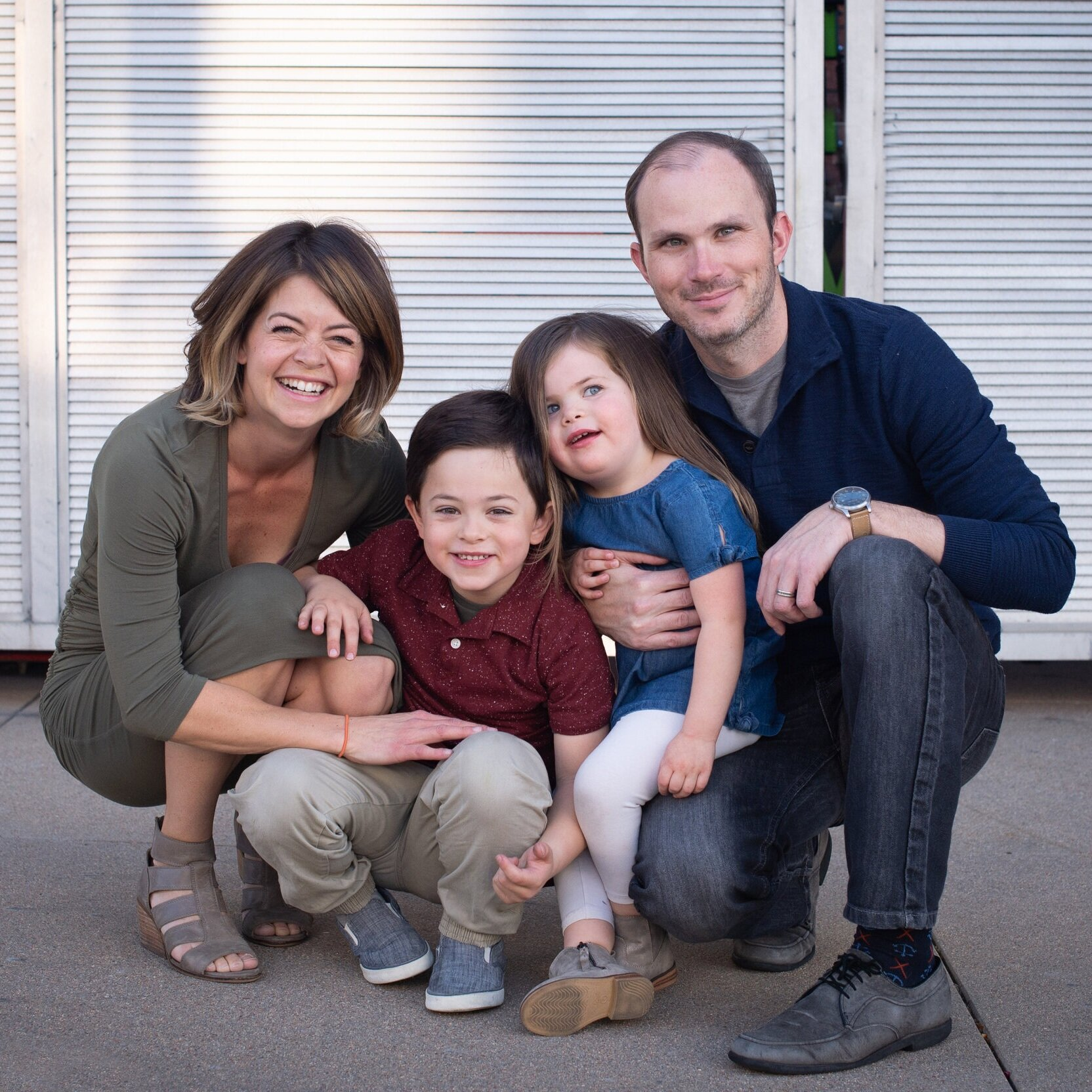 Family+of+4+at+my+studio+in+complimentary+fall+colors