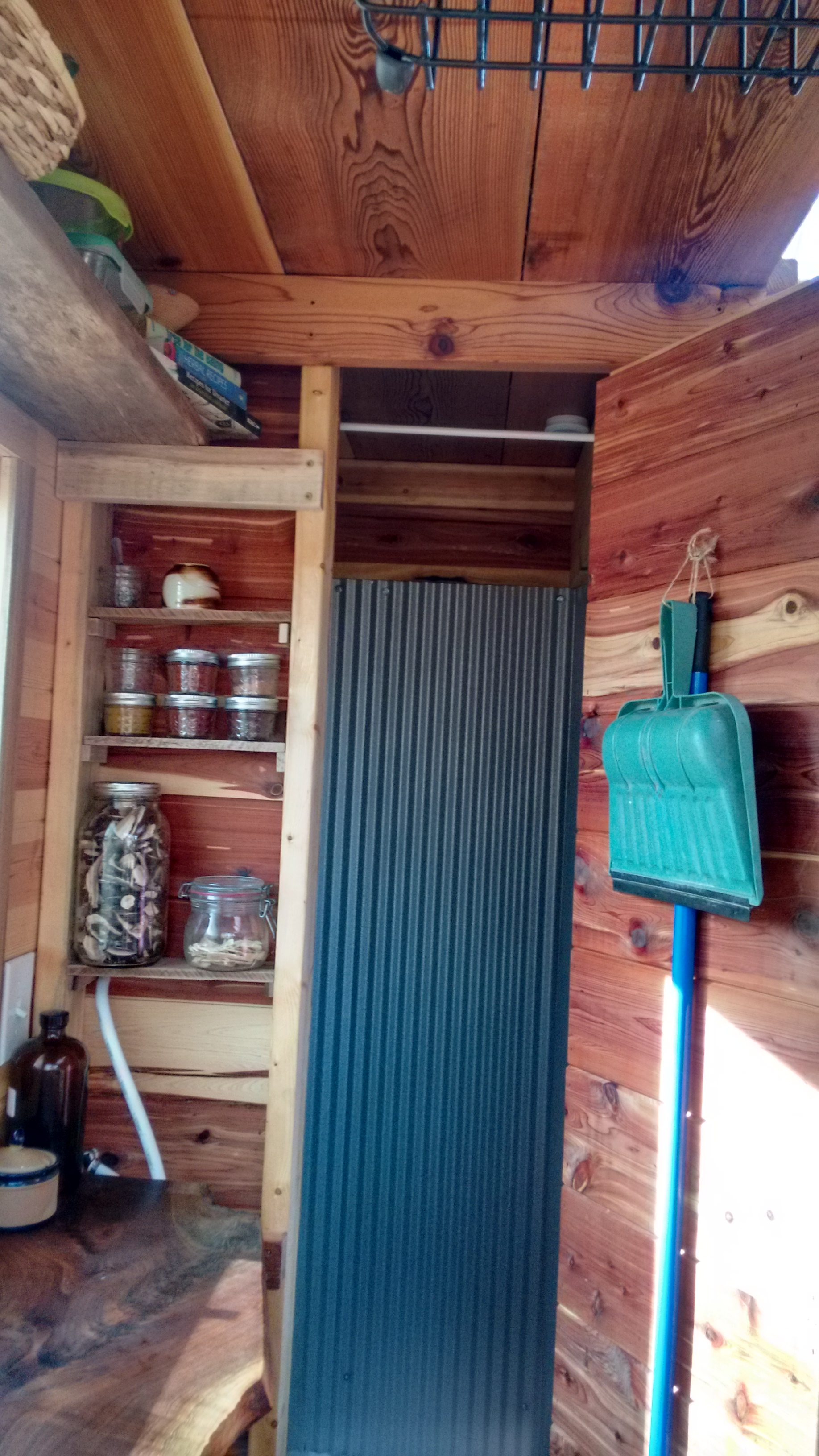 Woolly Resistance - Kitchen shelves and shower door