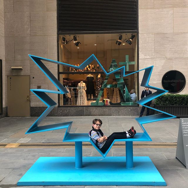 Loved stumbling upon impromptu outdoor #friezesculpture @rockcenternyc  A day brightener, for sure.