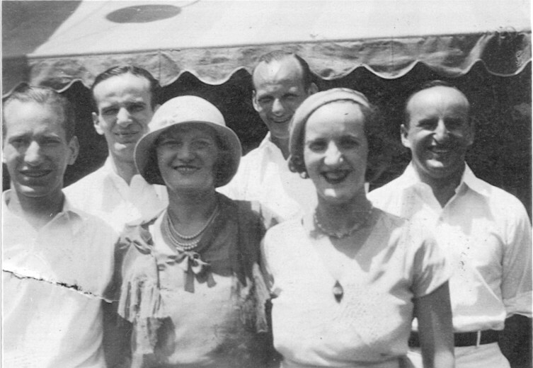 Children of Papa's first marriage. left to right, Jack, Fred, Estelle, Hy, Rose, Al (missing is Shirley).