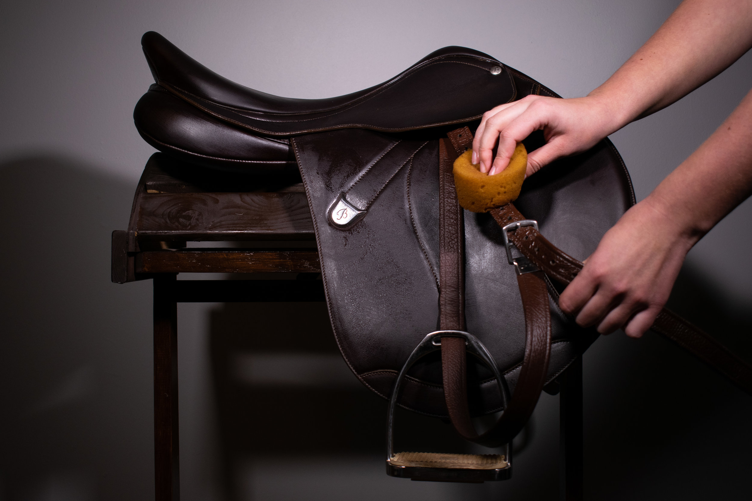 cleaning bates stirrup leathers.jpg