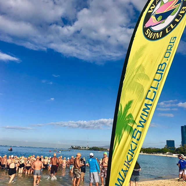 Gorgeous morning with Waikiki Swim Club at #alamoanabeach #biathlon 🏊‍♀️ ☀️☀️☀️ #mineralsunscreen #wearsunscreen #reefsafesunscreen #broadspectrum #waterresistant #saveourreefs #waikikiswimclub #sportsunscreen #swimmers #runners #hawaiilife