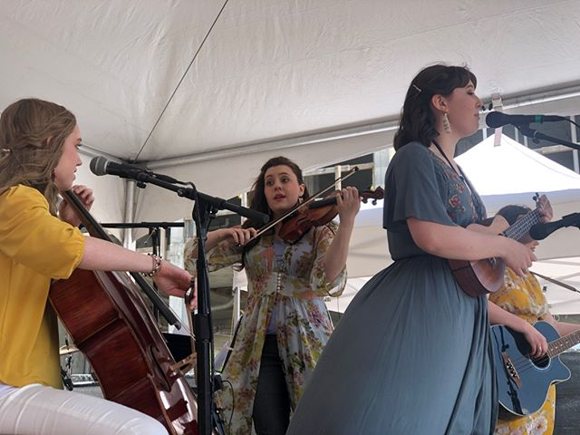 Felicity is a fresh-faced ensemble of outstanding young musicians who joined us for the Spring Woodshed!⁣ ⁣ #anniemosesband #conservatoryofanniemoses #anniemosessummermusicfestival #franklintn #visitfranklintn #factoryatfranklin ⁣ ⁣ Registration for the Annie Moses Summer Music Festival ends May 19. Sign up today at www.anniemosessummermusicfestival.com.