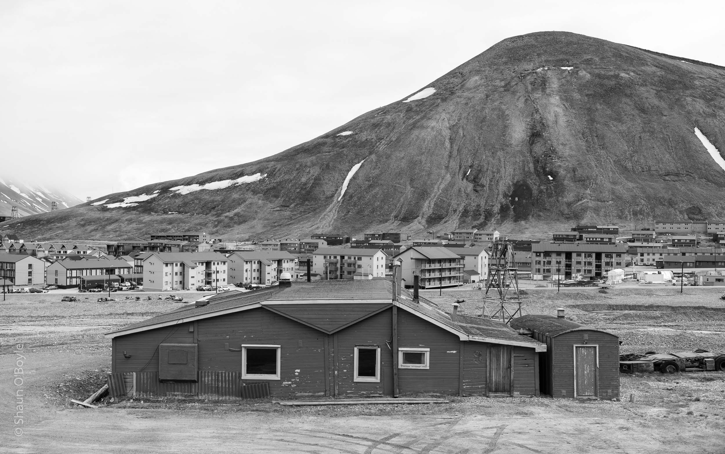 Longyearbyen and Sukkertoppen Mountain