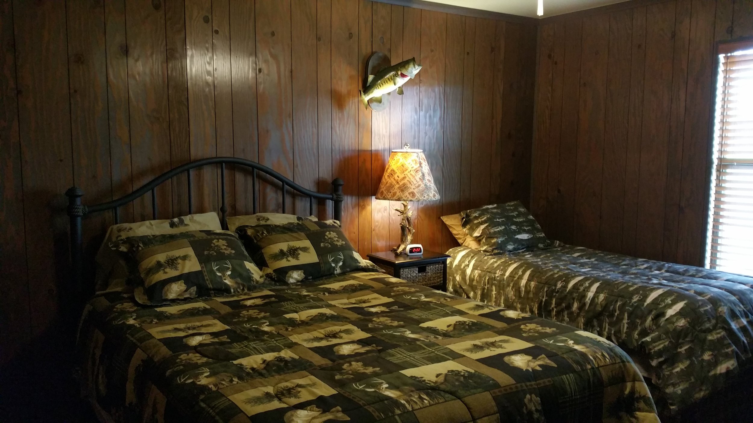 Cabins_on_lake_fork_bedroom_1.jpg