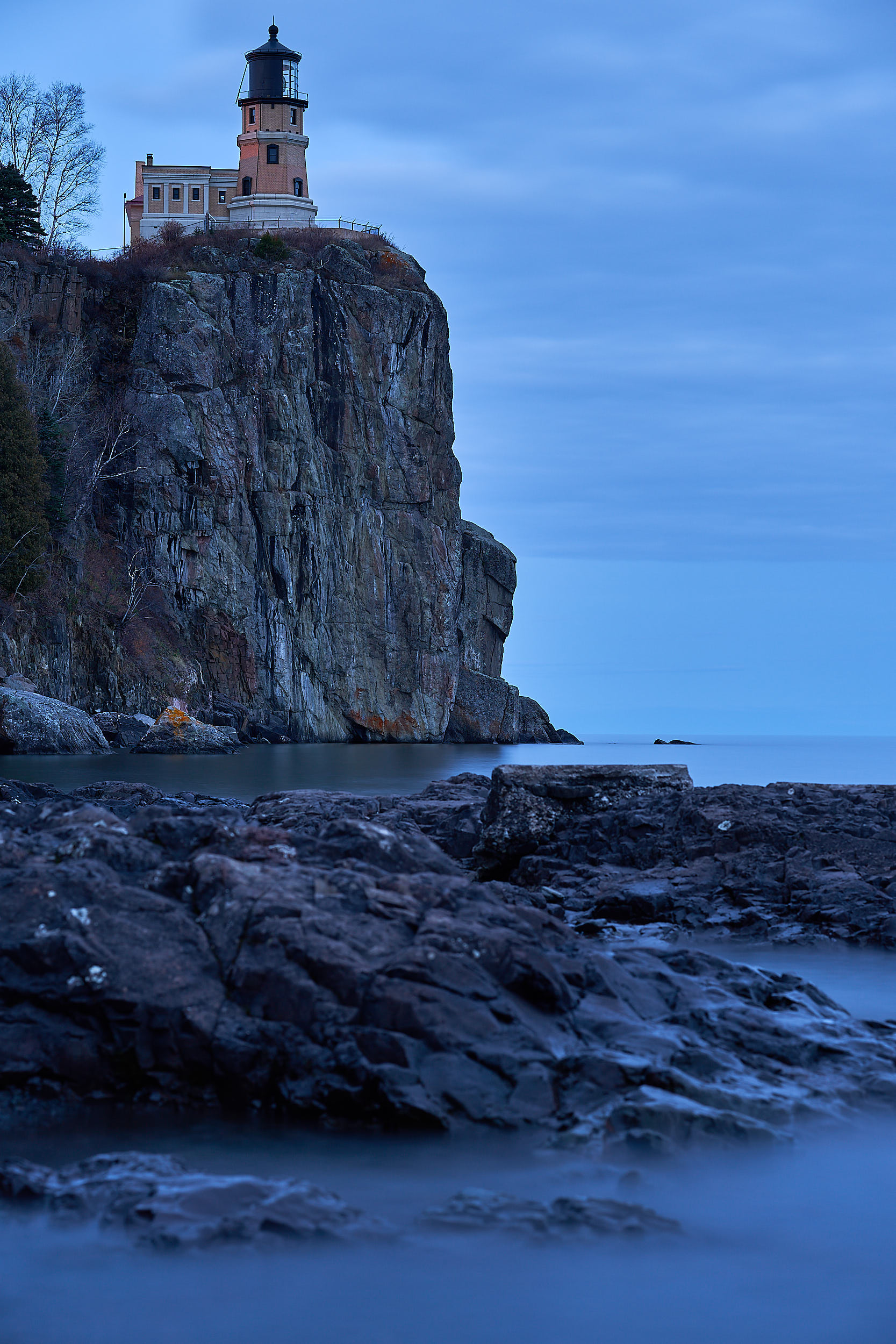 Split Rock Lighthouse Minnesota Cliff Dropping Down to Lake Superior | Photo by BillyBengtson.com