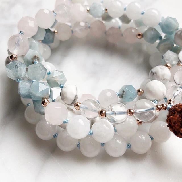 result: Snow Quartz, White Agate, Rose Quartz, Aquamarine, Howlite and Crystal Quartz with touches of Rose Gold🌦