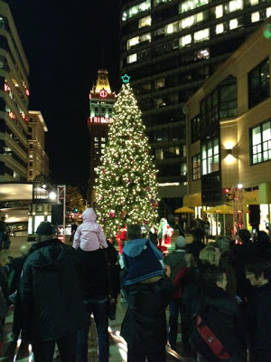oakland-city-center-tree-lighting4