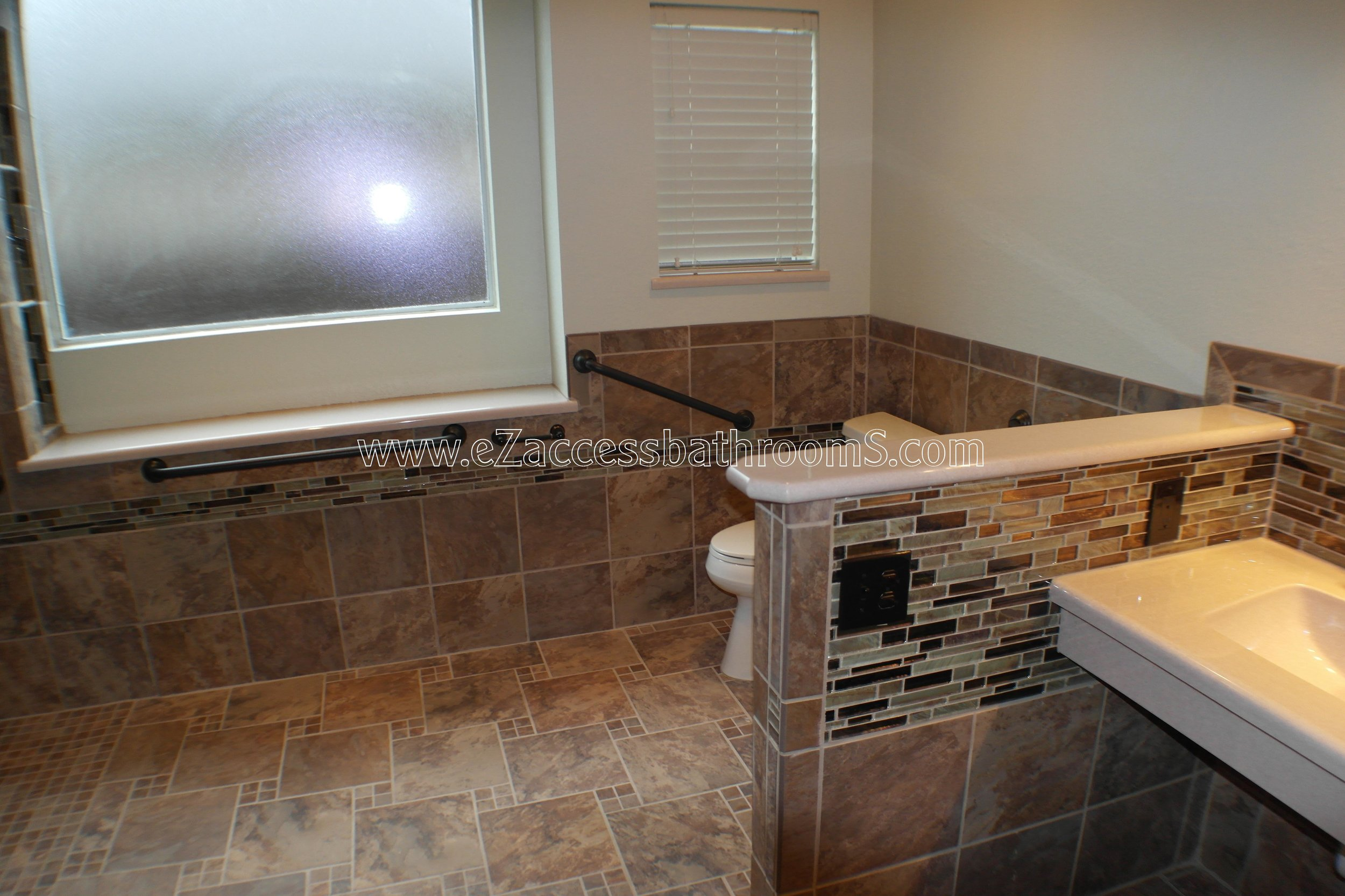 SENIOR FRIENDLY BATHROOMS EZACCESSBATHROOMS.COM 832202843 MOORE 329.JPG