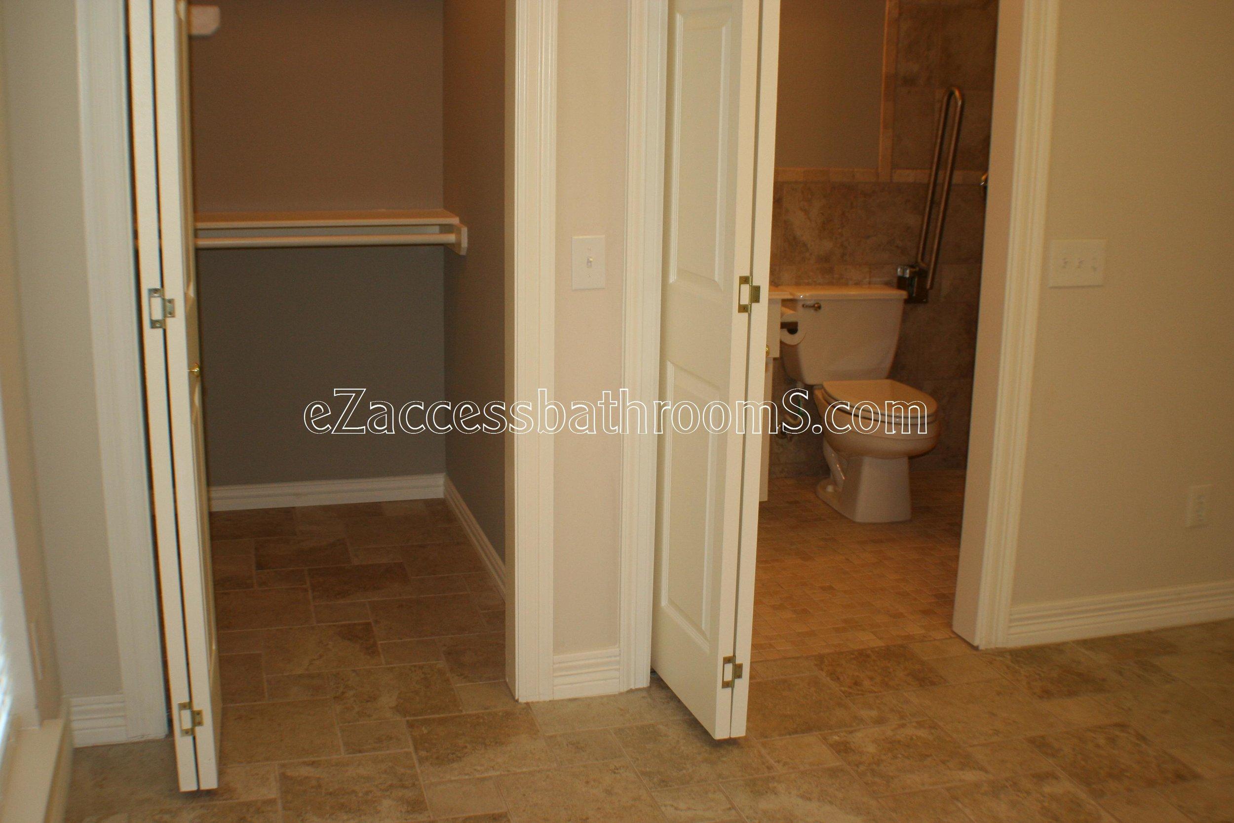 handicap bathroom 01 ezacessbathrooms.com 001.jpg