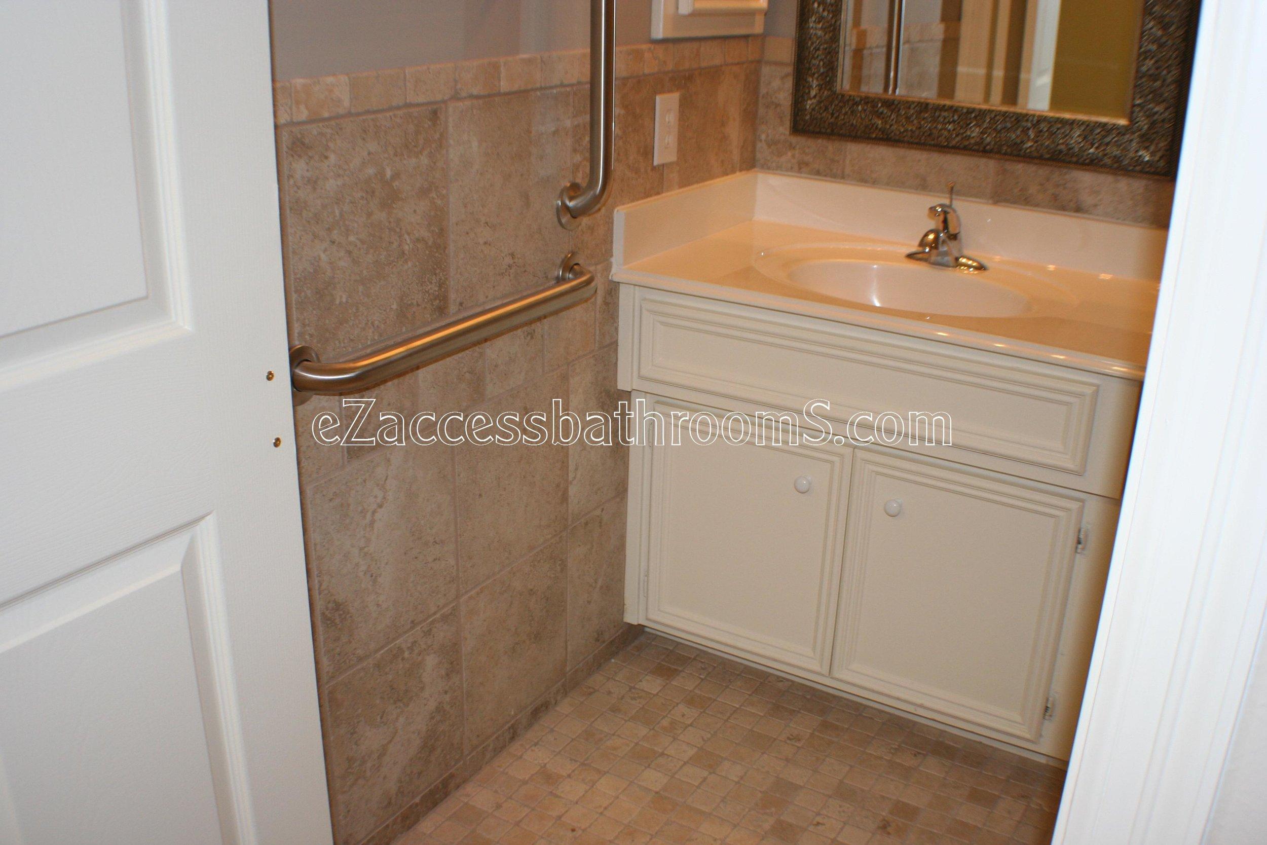 handicap bathroom 01 ezacessbathrooms.com 003.jpg