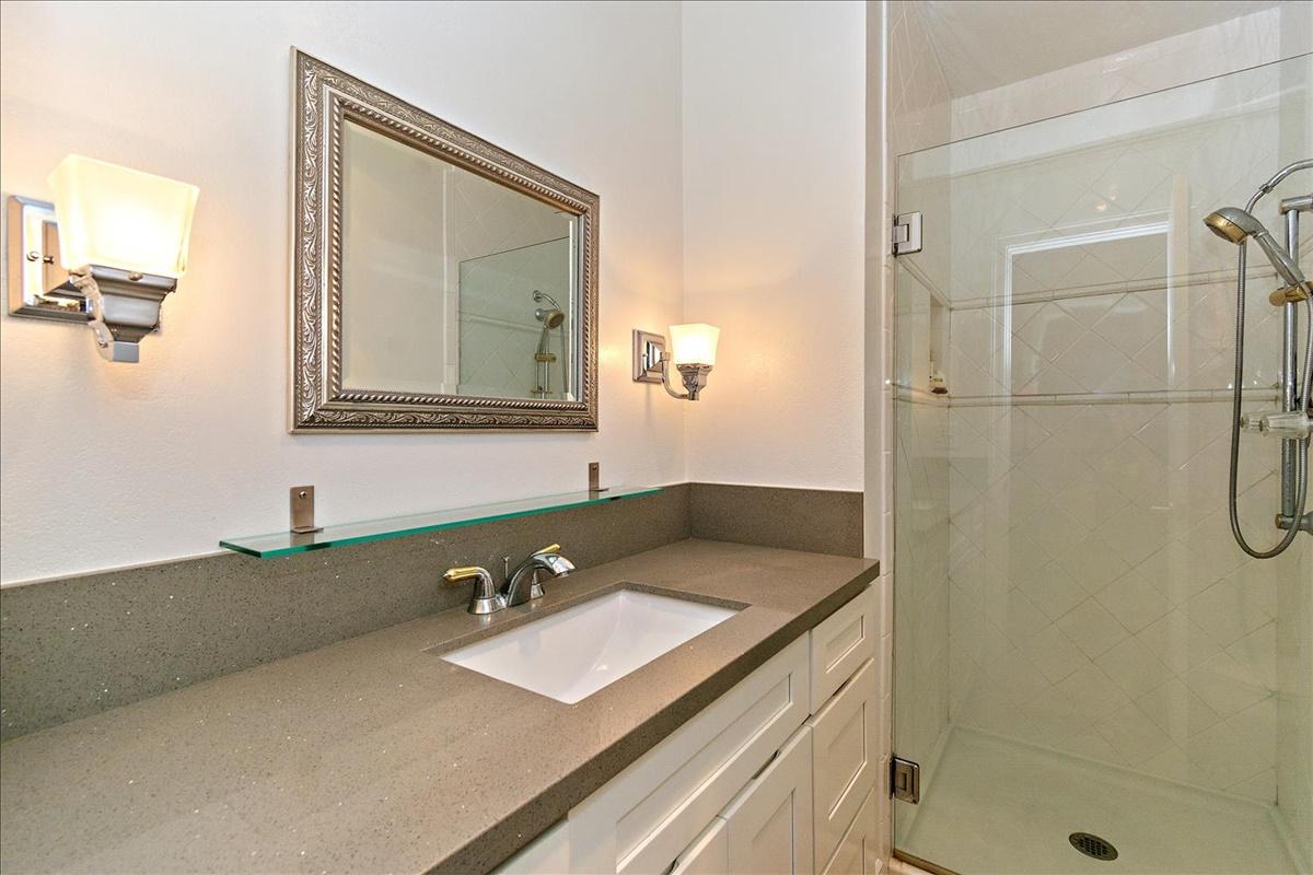 15-Master Bathroom.jpg