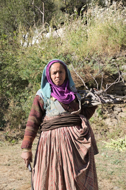 Gaddi-lady-wearing-dora-Kugti-village.jpg