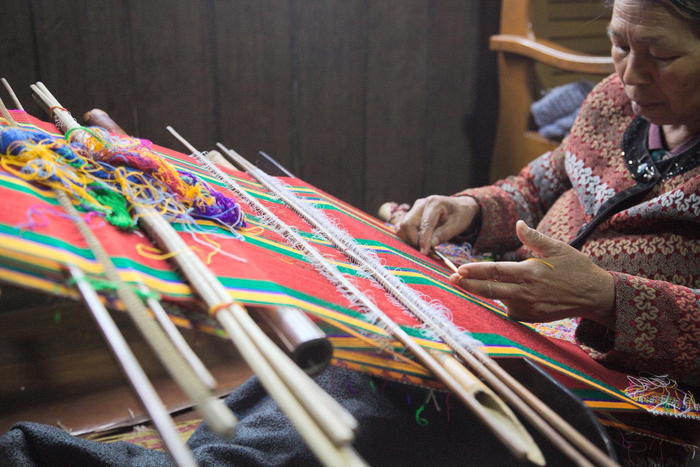 Falam-town-Mrs-Run-Mawi-weaving.jpg