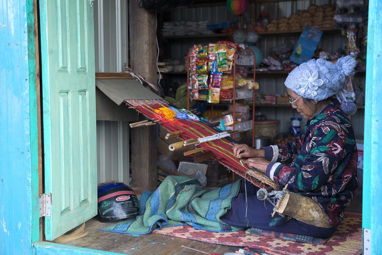 Hakha-town-home-weaver.jpg