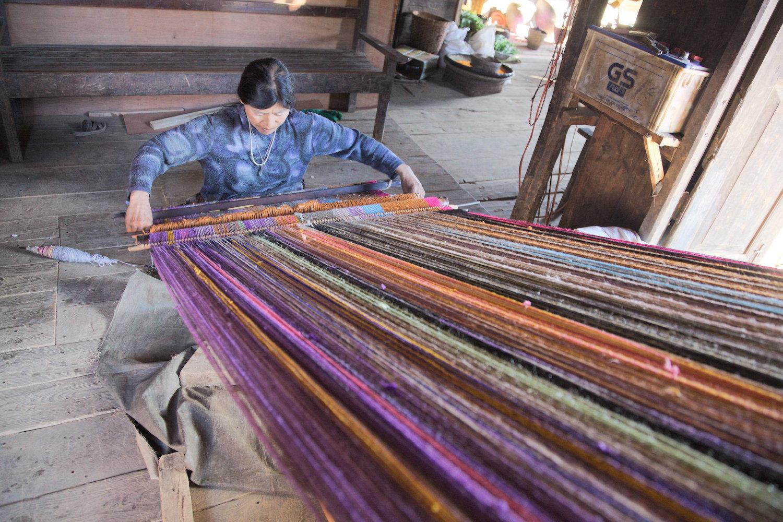 Saizang-village-blanket-weaver-2.jpg