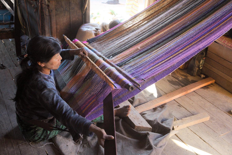 Saizang-village-blanket-weaver.jpg