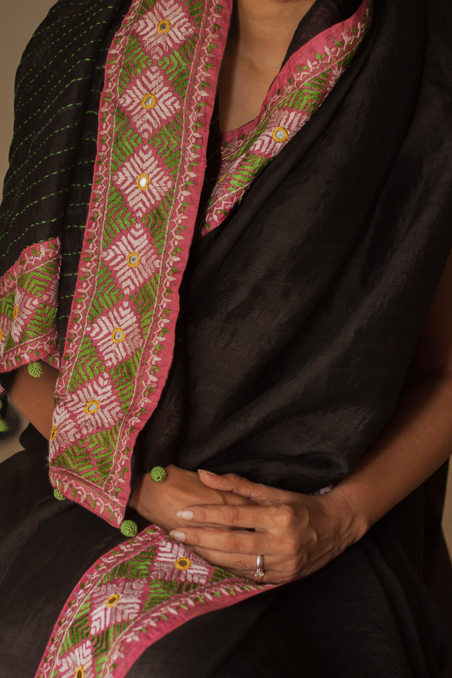 Border geometricity - 50 year old Phulkari sari.JPG