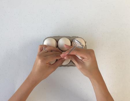 prepping_eggs02.jpg