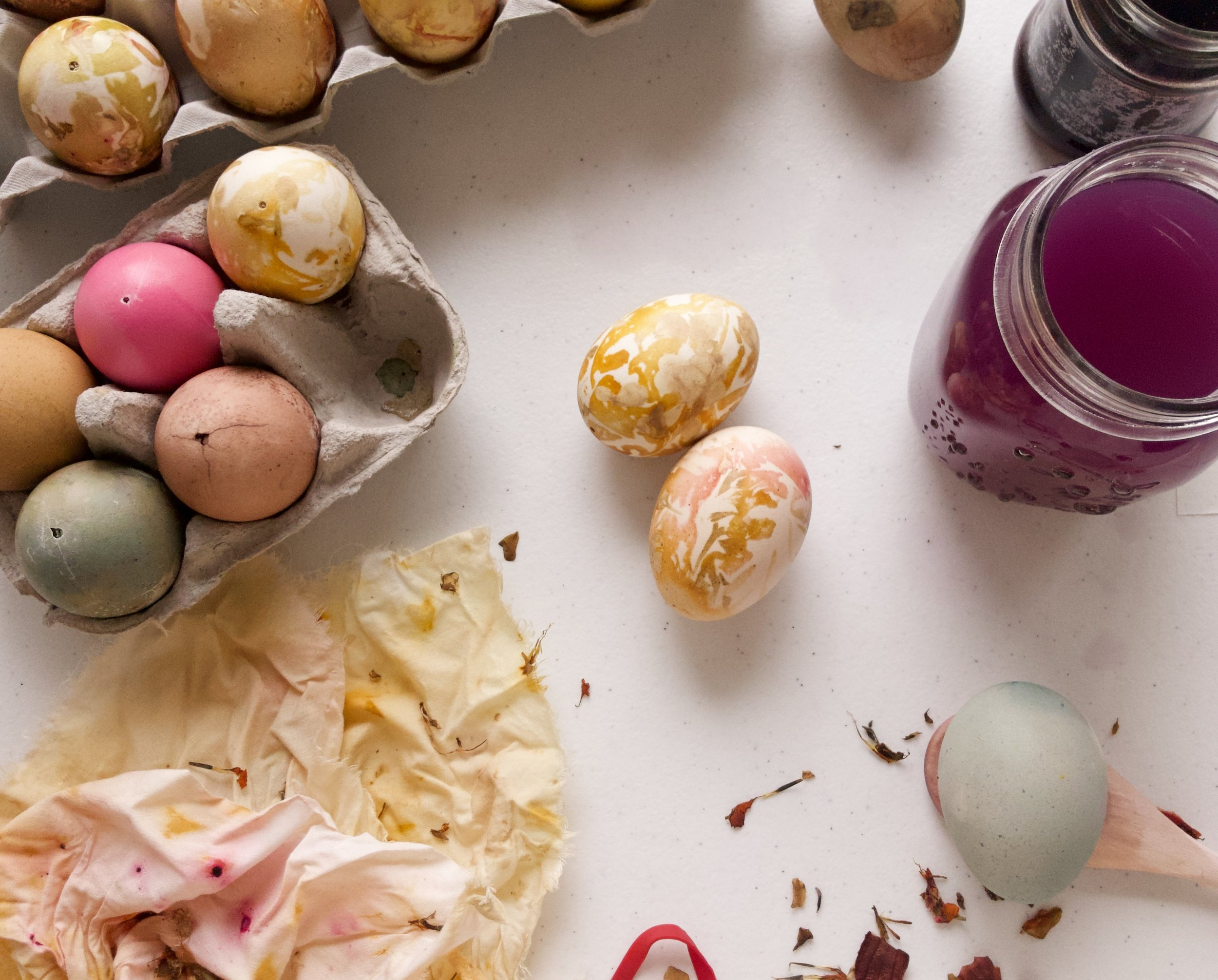 DIY_natural_easter_eggs.JPG