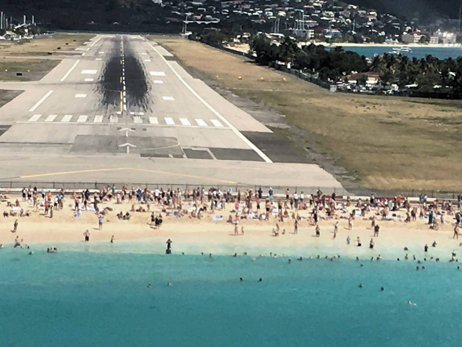 Air Safari landing at a famous Juliana Airport - St. Maarten (Picture courtesy of a Vaclav Nekvapil)